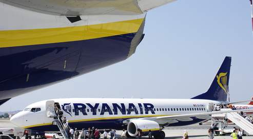 Un avion de Ryanair pillé par des voyageurs